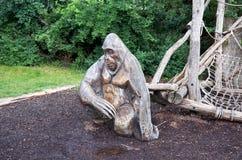 Repubblica ceca Statua di una scimmia messa nello zoo di Praga 12 giugno 2016 Immagini Stock Libere da Diritti