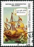 REPUBBLICA MALGASCIA - 1991: votato al 500th anniversario della scoperta dell'America, caravella Amsterdam, 1539 di manifestazion fotografia stock