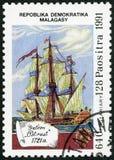 REPUBBLICA MALGASCIA -1991: votato al 500th anniversario della scoperta dell'America, galeone Ostrust, 1721 di manifestazioni fotografie stock