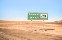 Republica在玻利维亚边界的de智利的边界标志 免版税图库摄影