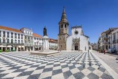 Republica kwadrat w Tomar z Sao Joao Baptista kościół Fotografia Royalty Free