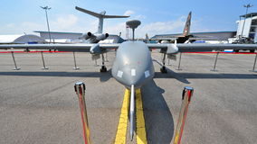 Republik av medlet för häger 1 för Singapore flygvapen (RSFA) det obemannade flyg- (UAV) på skärm på Singapore Airshow Arkivfoto