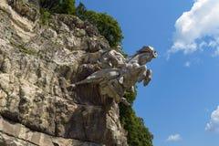 Republik av norr Ossetia, Alania, Ryssland - 17 Juli 2017: Skulpturen av St George i den Alagir klyftan Arkivfoton