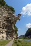 Republik av norr Ossetia, Alania, Ryssland - 17 Juli 2017: Skulpturen av St George i den Alagir klyftan Fotografering för Bildbyråer
