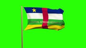 Republik- Zentralafrikaflagge mit dem Titel, der herein wellenartig bewegt stock video