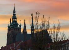 REPUBLIKA CZECH PRAGA, PAŹDZIERNIK, - 02, 2017: Pojawienie cudowny Europejski miasto Ostop wierza z spiers Zdjęcia Royalty Free