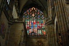 Republika Czech Praga, Wrzesień, - 21, 2017: Witrażu okno w St Vitus katedrze w Praga Zdjęcia Stock
