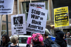 2016 republikanska stor festAnti--trumf protesterar NYC Arkivbild