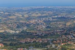 Republiken San Marino och Italien från Monte Titano Arkivfoto
