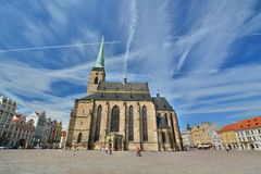 Republikfyrkant och St Bartholomew ' s-domkyrka Plzen för republiktown för cesky tjeckisk krumlov medeltida gammal sikt Arkivbilder