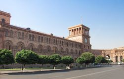 Republikfyrkanten är den centrala stadfyrkanten i Yerevan, huvudstaden av Armenien Byggnad från rosa färg- och gulingtuff Fotografering för Bildbyråer