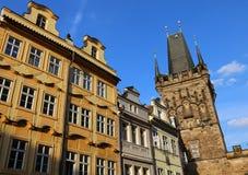 Republikpaläste Prags Cezch und der Turm der Brücke Charles Lizenzfreie Stockfotografie