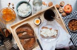 Requesón sano del pan del huevo del café del desayuno Fotografía de archivo