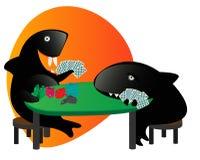 Requin et ami de Sharky jouant au poker avec les cartes a Photos stock