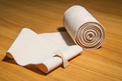 Resår förbinder medicinsk bomull Arkivfoton