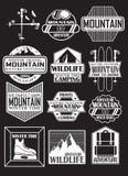 Resa i bergen, planlägg klistermärkear på temat av berg, skida semesterorter vektor illustrationer