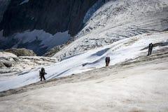 Resa i de Caucasian bergen i Georgia Arkivfoto