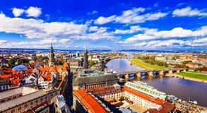 Resa i Tyskland - panoramautsikt av härliga Dresden arkivfoto