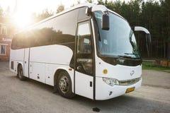 Resa med bussen arkivfoto