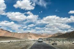 Resa med sk?pbilen i Leh ladakh royaltyfri foto