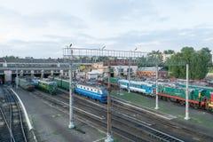 Resa med tåg bussgaraget för reparation och underhåll av den elektriska lokomotivet Royaltyfria Bilder