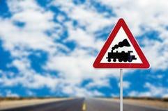 Resa med tåg den jämna korsningen tecken utan barriär eller utfärda utegångsförbud för framåt stången Royaltyfria Bilder