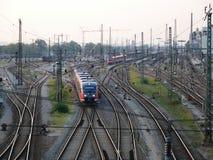 Resa med tåg infrastruktur för gods och passageraretrans.system royaltyfria foton