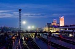 resa med tåg stationen Fotografering för Bildbyråer