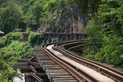 Resa med tåg wood historievärldskrig II i flodkwai Arkivfoto