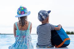 Resa med ungar royaltyfri foto