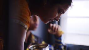 Resa på drevet i Indien stock video