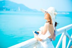Resa på stranden och havet på sommar royaltyfri bild