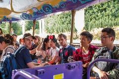 Resa till Crystal Grotto på Shanghai Disneyland fotografering för bildbyråer