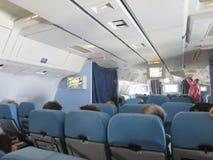 Resa vid den plana kabinavvikelseflygplatsen Royaltyfri Bild