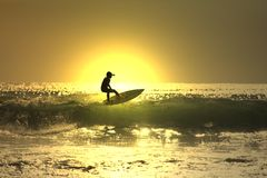 Resaca de la puesta del sol Imagen de archivo libre de regalías