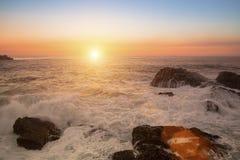 Resaca del mar durante la puesta del sol imponente Naturaleza Fotos de archivo libres de regalías