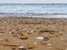 Resaca del mar en la orilla foto de archivo libre de regalías