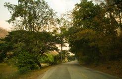 Resan börjar med vägar fotografering för bildbyråer