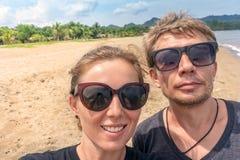 Resande selfie för par Fotografering för Bildbyråer