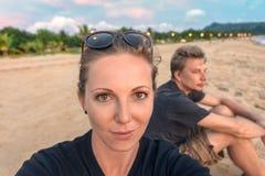 Resande selfie för par Arkivfoton