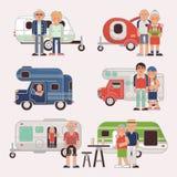 Resanden för par för familj för hög loppvektor bilar den äldre på den campa släpet och det pensionerade teckenet på en semester royaltyfri illustrationer