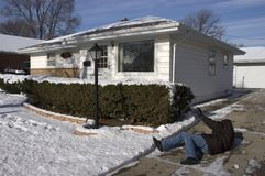 Resbalón, caída en la acera helada, accidente casero Fotografía de archivo libre de regalías