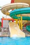Resbaladores de Aquapark Imagen de archivo