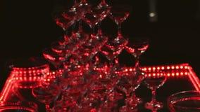 Resbale a Champagne Glasses almacen de video