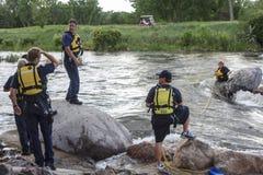 Rescate del agua en el río imagenes de archivo