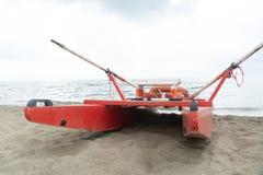 Rescate que rema el catamarán fotografía de archivo libre de regalías