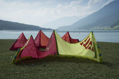 Reschensee - l'Italie - Suedtirol - 2015 10 août, sch de kitesurf Images libres de droits