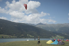 Reschensee - l'Italie - Suedtirol - 2015 10 août, sch de kitesurf Photo stock
