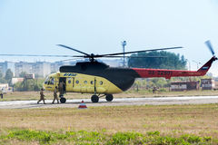 Rescuers load into helicopter MI-8 Royalty Free Stock Photography