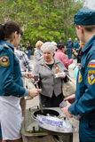 Rescuers are treated to tea with her grandmother field kitchen Stock Photography
